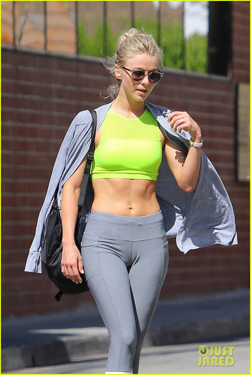 julianne-hough-thigh-images11