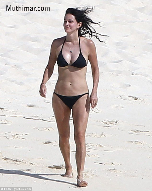Courteney Coz hot bikini