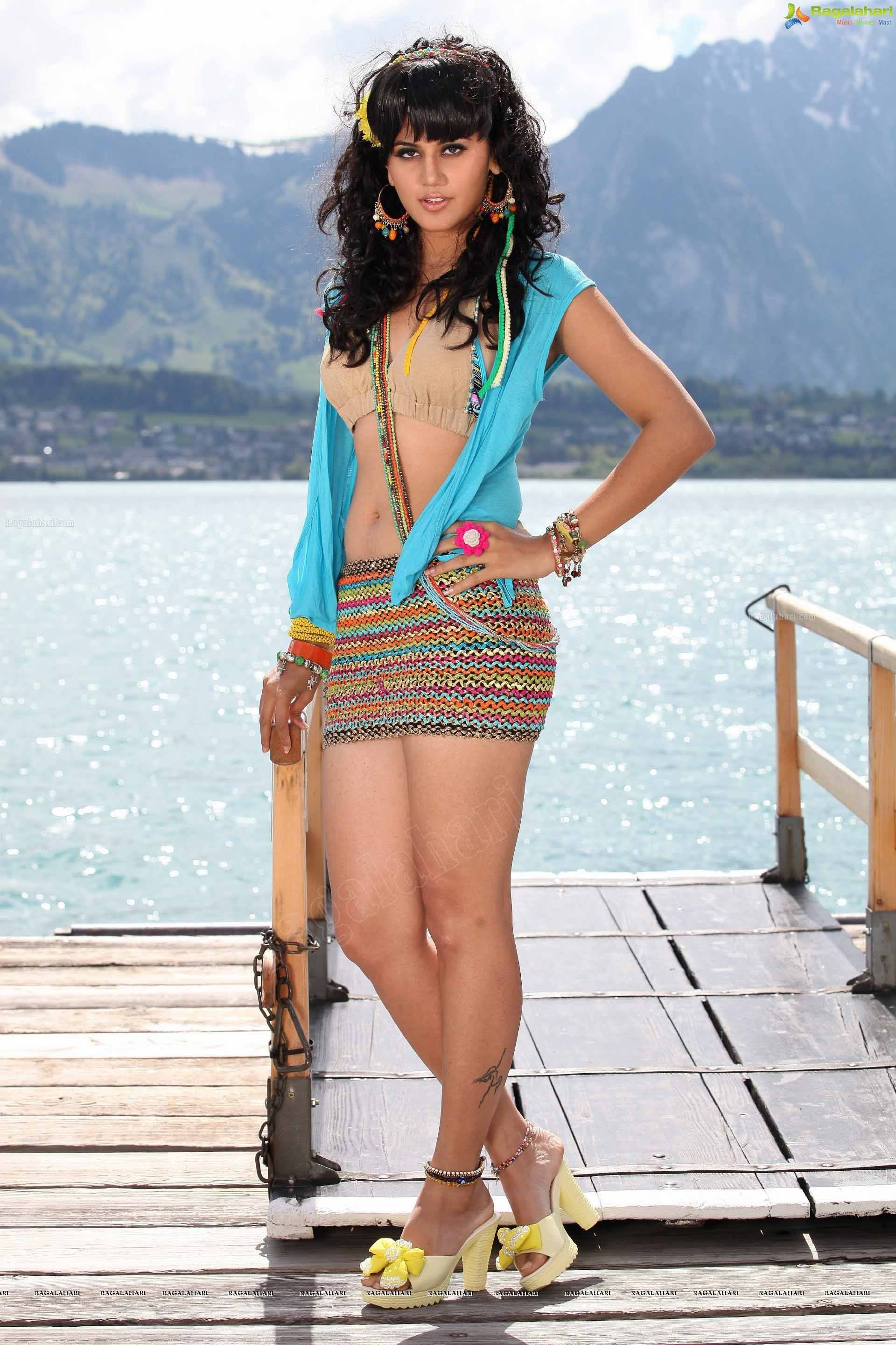 Taapsee Pannu Hot images